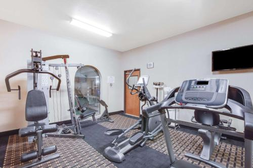 The fitness center and/or fitness facilities at Baymont by Wyndham Wheeler