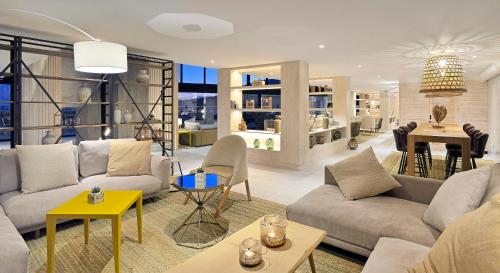 A seating area at INNSiDE by Meliá Fuerteventura – Adults Only