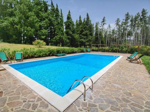 Piscina di Beautiful Cottage in Scheggia with Swimming Pool o nelle vicinanze