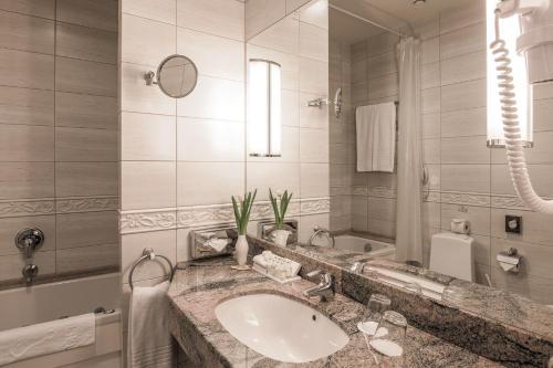 A bathroom at National Hotel