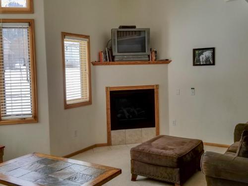 A television and/or entertainment centre at Alpenglow Vacation Rentals