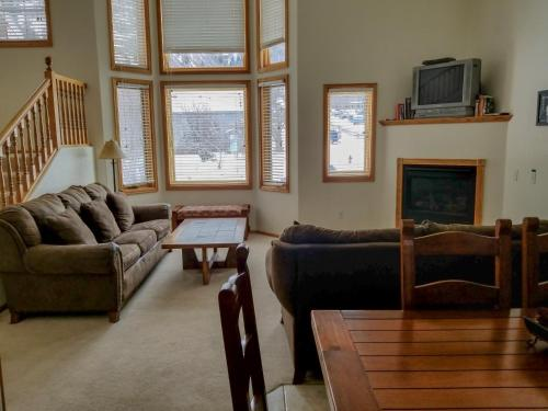A seating area at Alpenglow Vacation Rentals