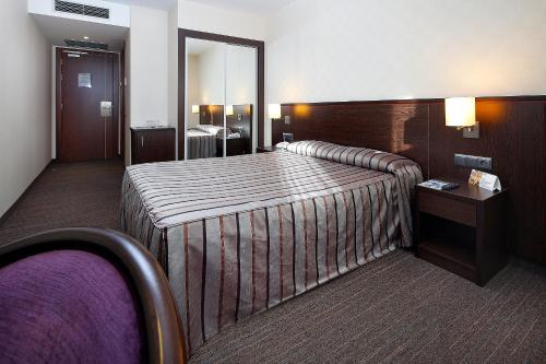 A bed or beds in a room at HCC Lugano