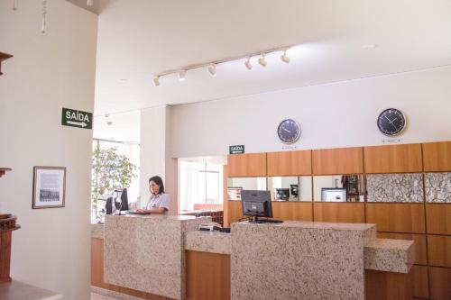O saguão ou recepção de Hotel Sinuelo