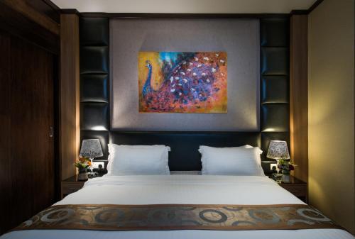 Cama ou camas em um quarto em Myan Al Urubah Hotel