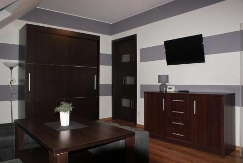 Telewizja i/lub zestaw kina domowego w obiekcie Apartamenty Ostryga Łeba