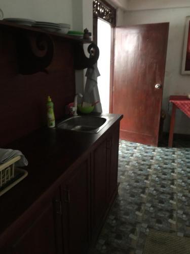 Кухня или мини-кухня в Petters Beach Inn
