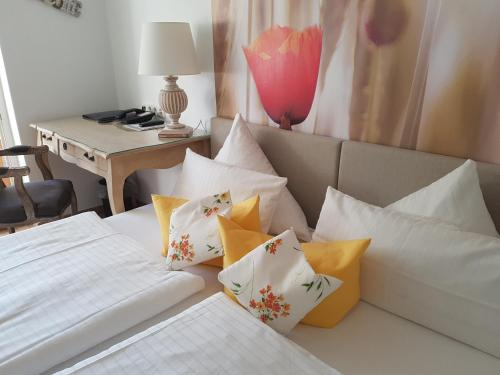 A bed or beds in a room at Hotel Villa Verde