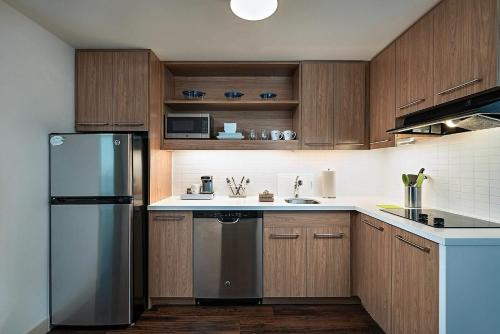 A kitchen or kitchenette at Element Palmdale