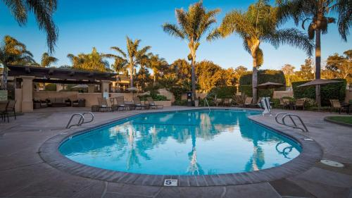 The swimming pool at or close to Best Western Plus South Coast Inn