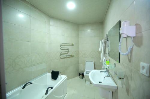 Un baño de Arkanchi Hotel