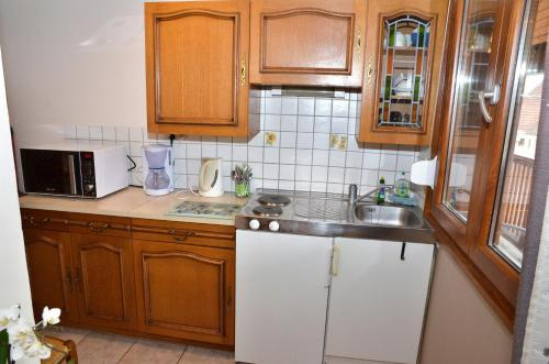 A kitchen or kitchenette at Chambres d'Hôtes Arnold