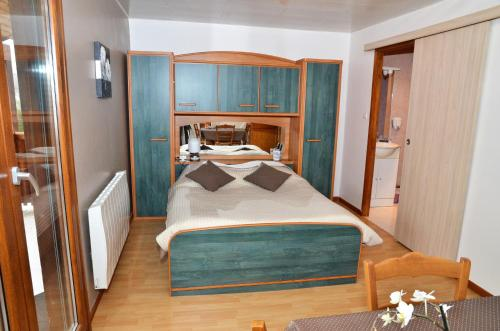 A bed or beds in a room at Chambres d'Hôtes Arnold