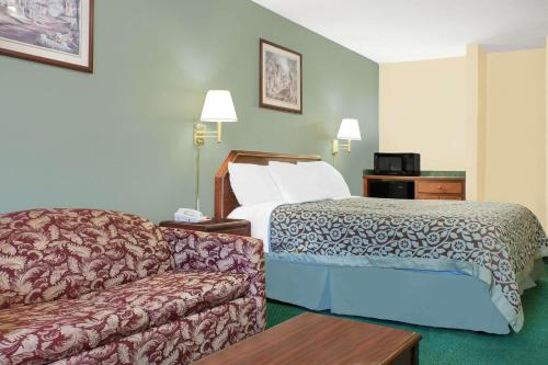 A bed or beds in a room at Days Inn by Wyndham Lincoln