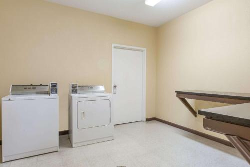A kitchen or kitchenette at Days Inn by Wyndham near Kansas Speedway