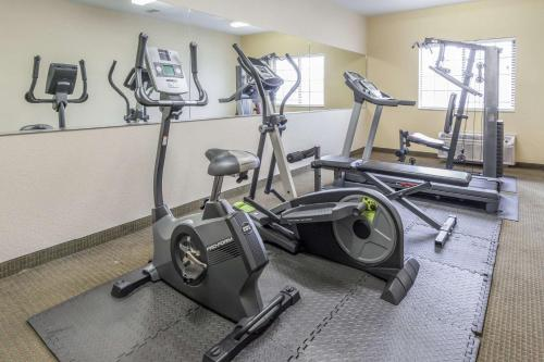 The fitness center and/or fitness facilities at Days Inn by Wyndham near Kansas Speedway