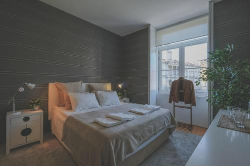 A bed or beds in a room at Impar Luxury Oporto