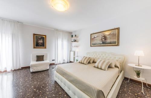 Un ou plusieurs lits dans un hébergement de l'établissement Ca' Delfina Holiday Home