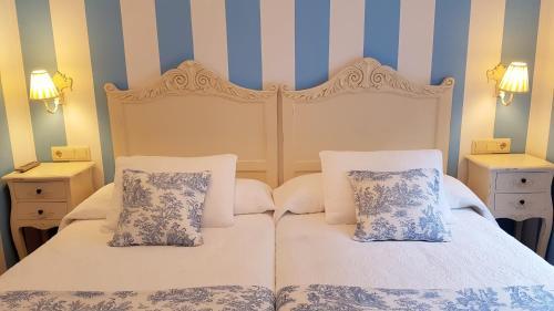 A bed or beds in a room at Legado de Ugarte, Casa Rural