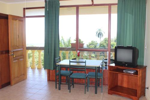 Телевизор и/или развлекательный центр в La Princesa Hotel