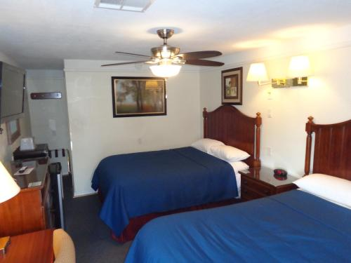 A bed or beds in a room at Husker Inn