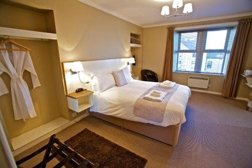 A bed or beds in a room at The Shore
