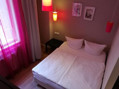 Кровать или кровати в номере Hotel PurPur