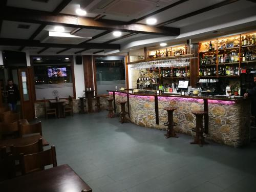 The lounge or bar area at Pension Esquina
