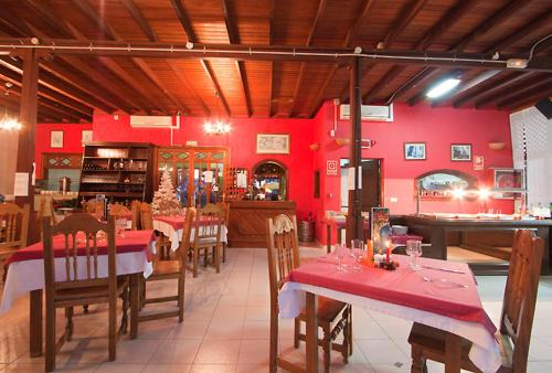 A restaurant or other place to eat at Bungalows Playa Limones