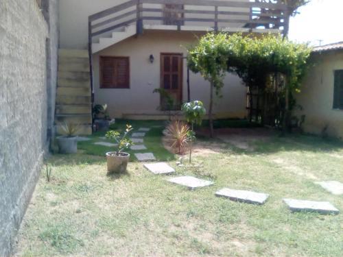 A garden outside B&B Pedra do Meio