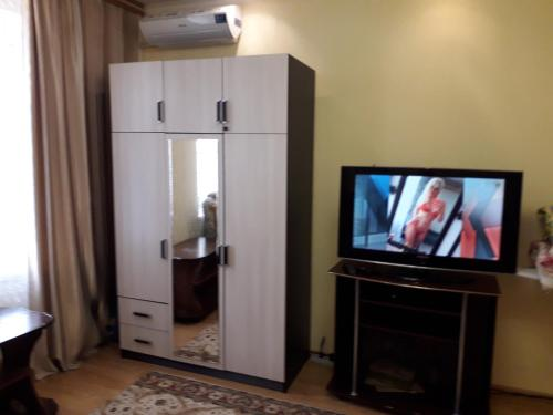 A television and/or entertainment center at 1-комнатная квартира