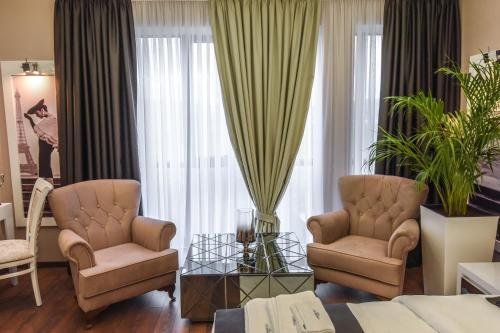 A seating area at Hotel Mirror