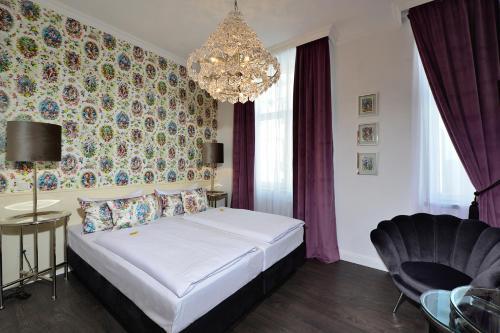 Een bed of bedden in een kamer bij Hotel Domstern