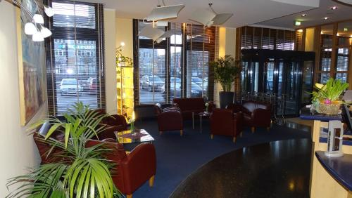 A restaurant or other place to eat at Hotel Ascot Bristol