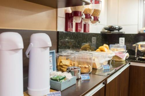 A kitchen or kitchenette at Espaço 345 Hotel