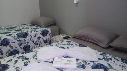 A bed or beds in a room at Aquariu's Pousada e Restaurante
