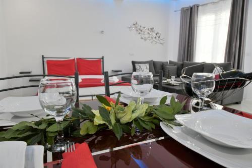 Restauracja lub miejsce do jedzenia w obiekcie City Heart Luxury Studios