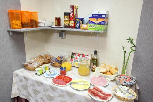Breakfast options available to guests at Hostal Campo Real Bed&Breakfast