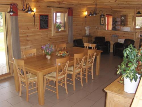 Restaurant ou autre lieu de restauration dans l'établissement Les Bruchels, Longechaux