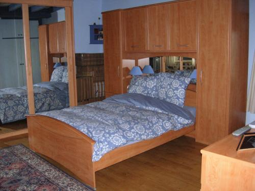 A bed or beds in a room at Chez Jiji Clown
