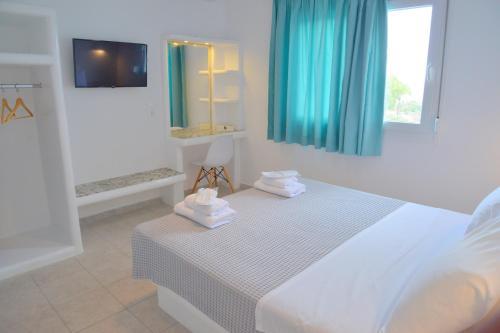 Кровать или кровати в номере Hotel Glaronissia Rooms & Suites