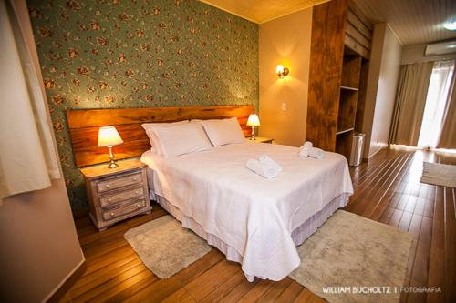A bed or beds in a room at Pousada Pedra Preta