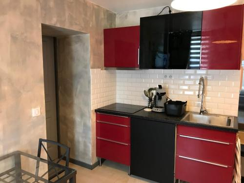 A kitchen or kitchenette at Les Tendres Nuits