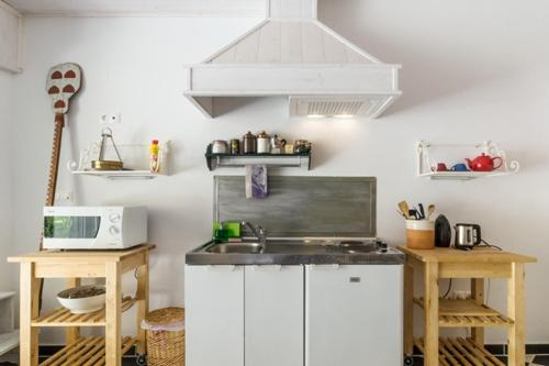 A kitchen or kitchenette at Relax in a natural park