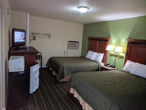 A bed or beds in a room at Benton Inn