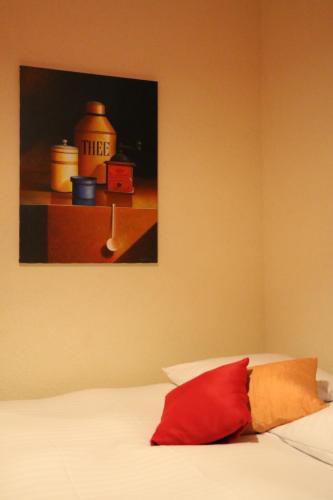 Кровать или кровати в номере Hostellerie de Genève