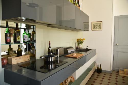 A kitchen or kitchenette at Au Miracle du Pain Doré