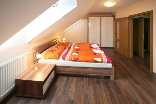 Posteľ alebo postele v izbe v ubytovaní Penzión na Rožku