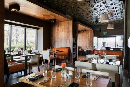 A restaurant or other place to eat at Colcord Hotel