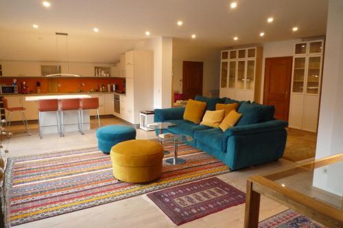Ein Sitzbereich in der Unterkunft Villa Bellevue: Apartment N°1